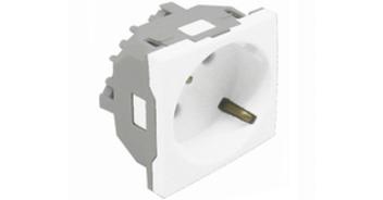 Розетка 2к+З с защитными шторками (45х45) – белая 1